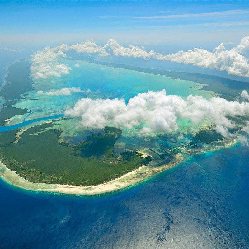 ¿Cuánto cuesta limpiar de plástico un atolón coralino?