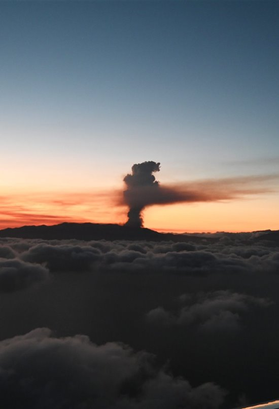 Del Teneguía a la Cumbre Vieja: la lava emerge en La Palma medio siglo después